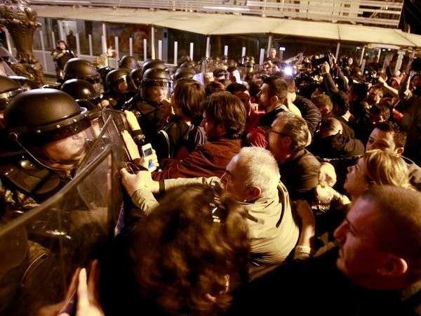 ВМакедонии демонстранты разгромили канцелярию президента страны