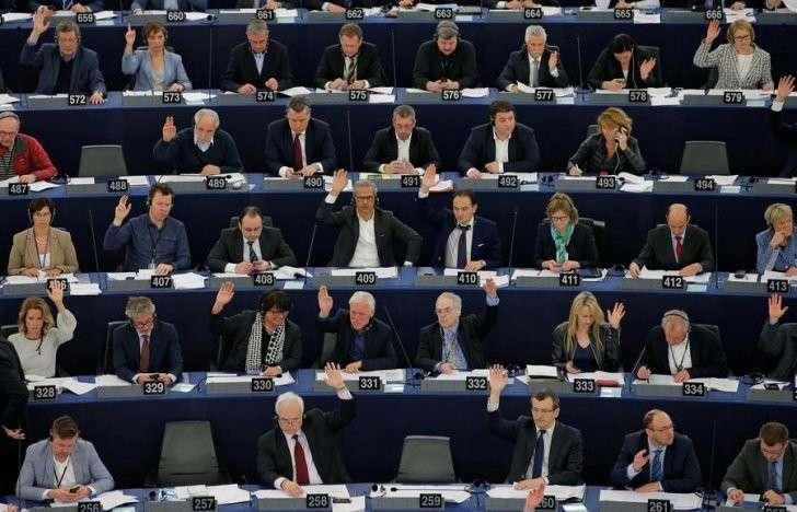 Европейские политики и СМИ обвиняют Москву в растущей популярности правых партий в странах ЕС