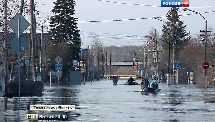 Ишим оказался в водном плену - улицы превратились в полноводные реки