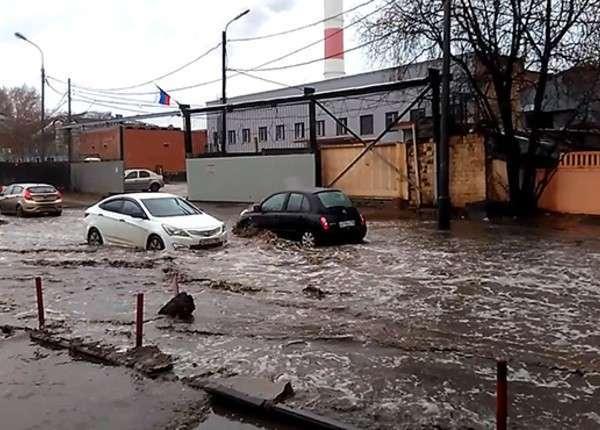 Улицы на востоке Москвы затопило из-за сильного дождя