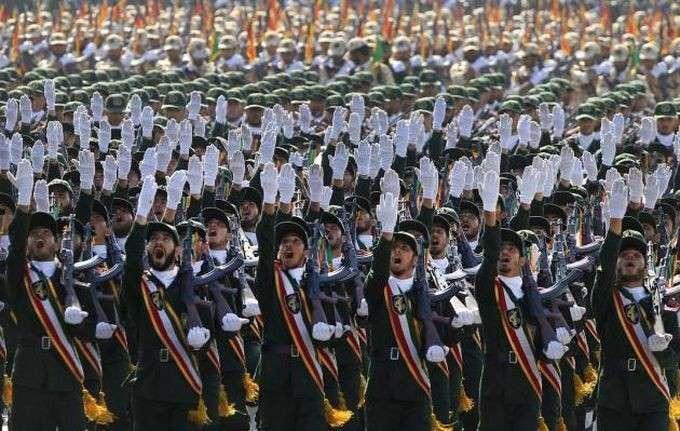 СМИ: в Иране на параде показали российские комплексы С-300