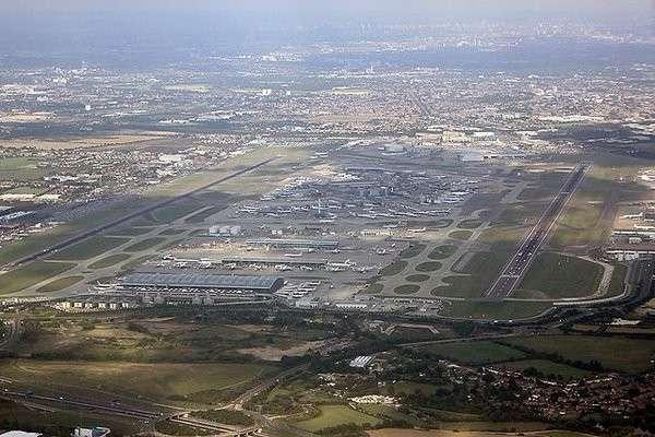 В Англии беспилотник врезался в самолёт во время посадки в Хитроу