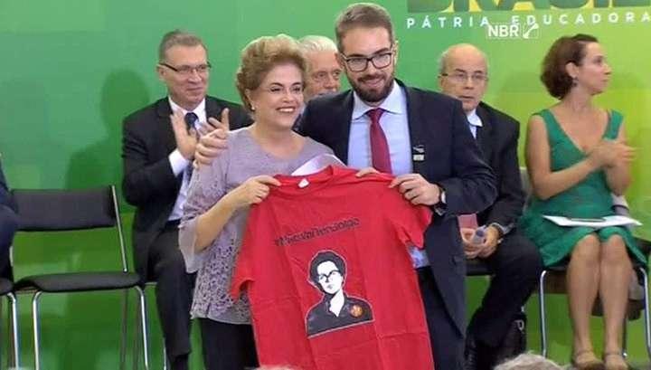 В Бразилии продолжается процесс отстранения паразитами от власти Дилмы Роуссефф
