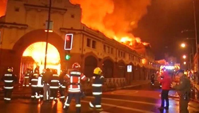 Чилийский город Темуко объят пламенем огромного пожара