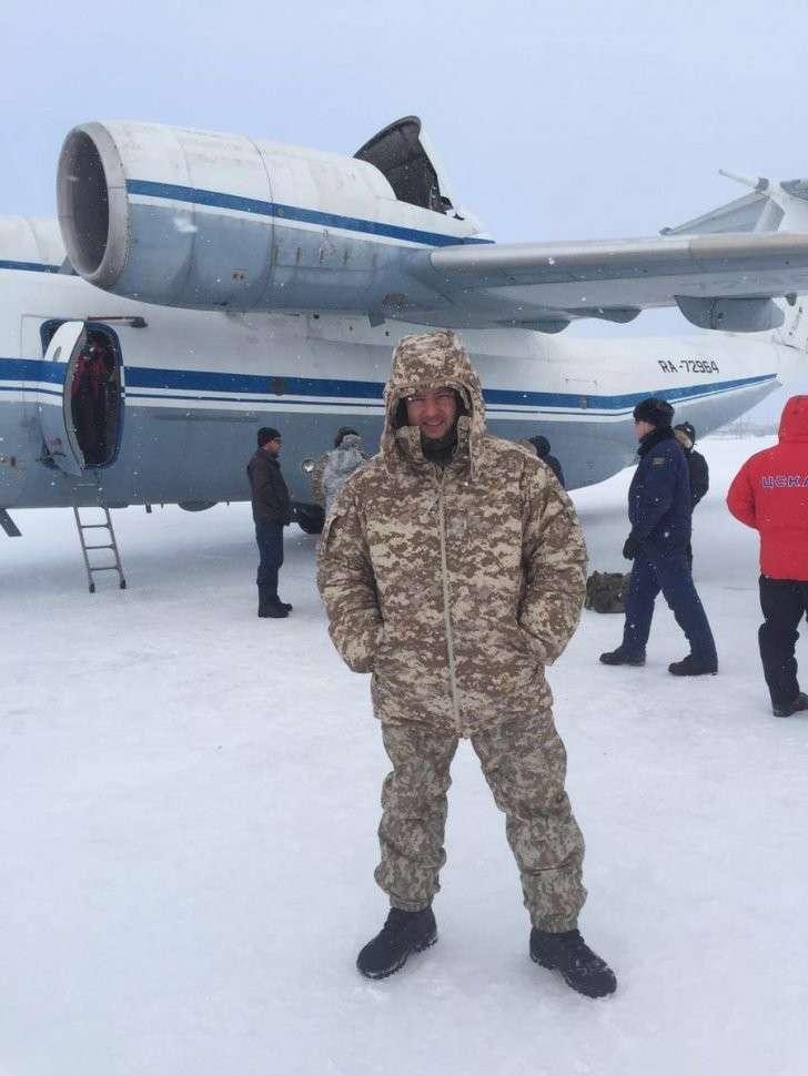 Спецназ на Северном полюсе: корреспондент RT вместе с ВДВ проходит курс выживания за полярным кругом