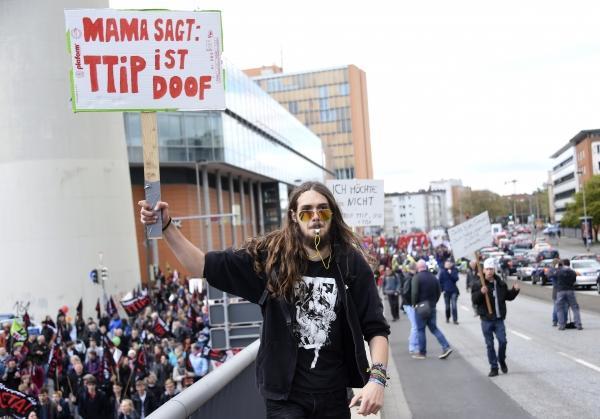 Жители Ганновера вышли на митинг против соглашения о зоне свободной торговли с США