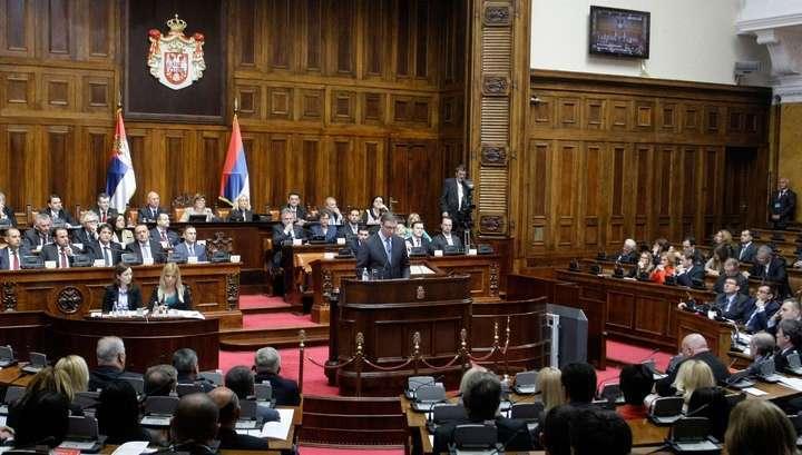 В Сербии начались внеочередные парламентские выборы