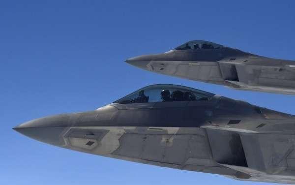 США перебросили в Румынию 2 истребителя F-22. Страшно-то как