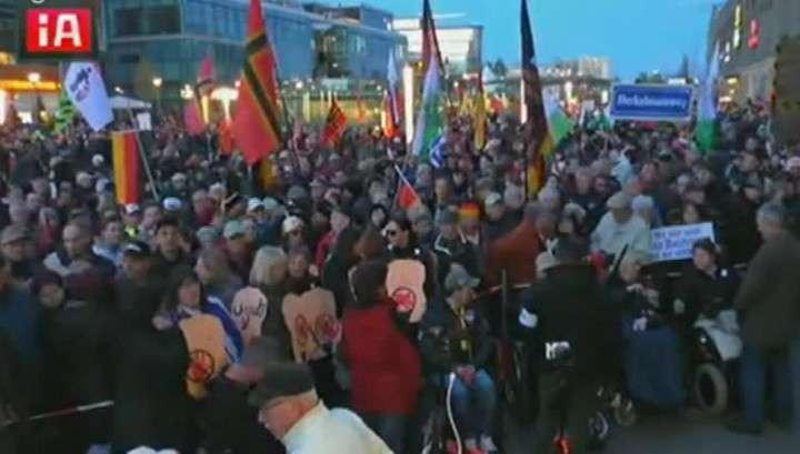 Жители Дрездена вышли на митинг против миграционной политики Меркель