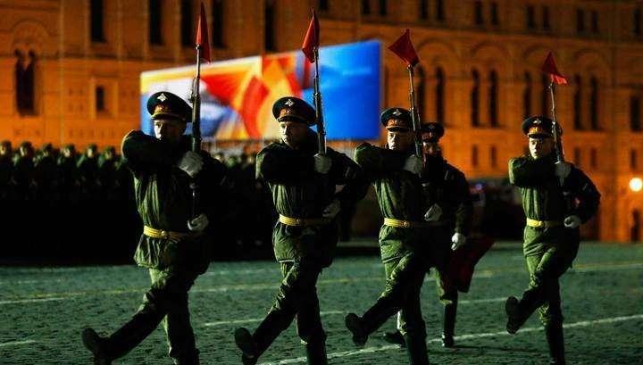 Тренировка в реальных условиях: в Москве началась репетиция Парада Победы