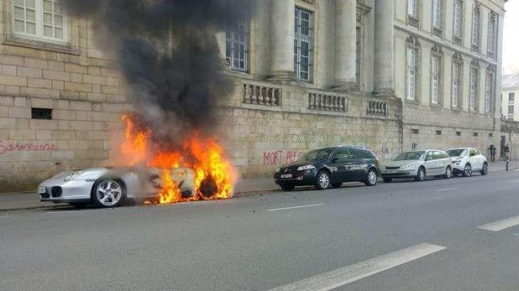 А пиндосы предупреждали: во Франции опять начались столкновения с полицией