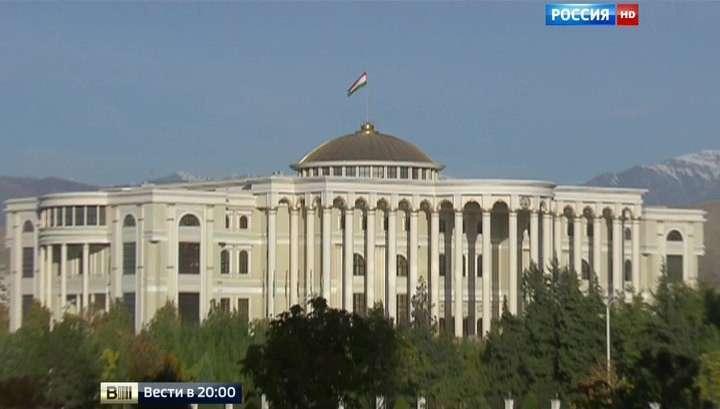 Дурное дело не хитрое: в Таджикистане затеяли реформу славянских фамилий и отчеств