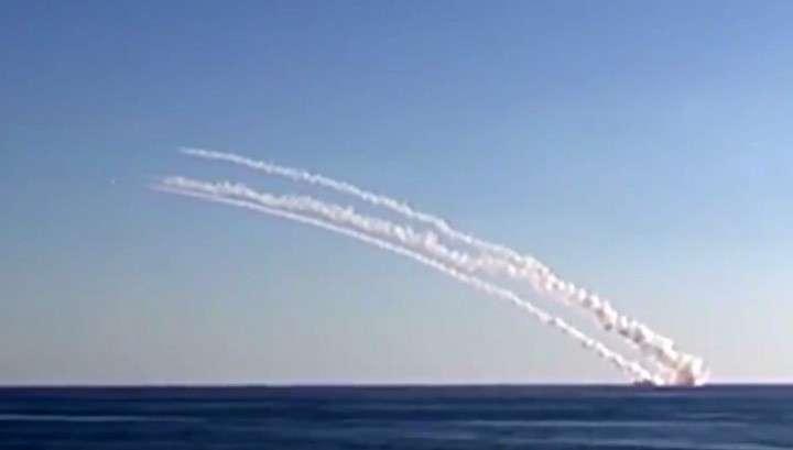 Крылатая ракета «Калибр», запущенная с АПЛ «Северодвинск», поразила цель