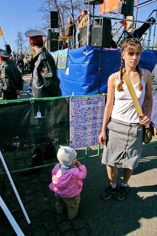 Люди-скоты публично совокупляются в центре Киева
