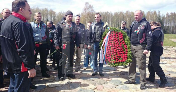 «Ночные волки» возложили цветы к мемориальному комплексу «Хатынь»