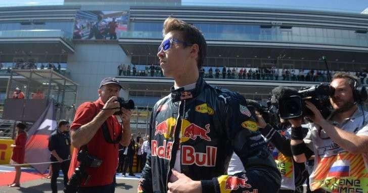 Гонщик F1 Даниил Квят рассказал о причинах столкновения с Феттелем
