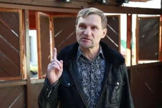 Дурачок Олег Скрипка требует от крымчан ползти на пузе в Украину и просить прощения у крымских татар