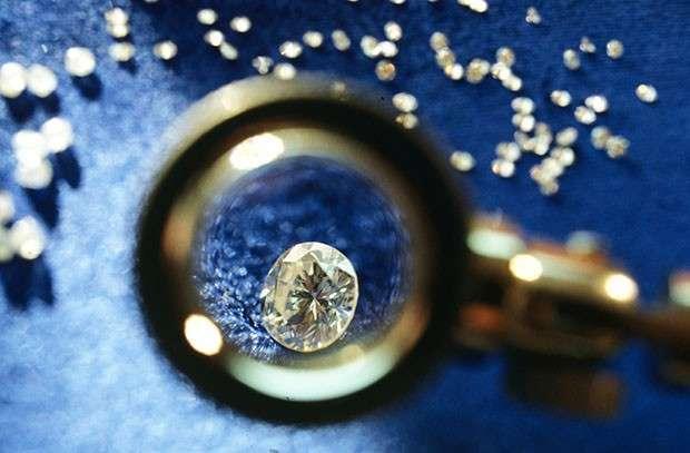 Кому принадлежат алмазы Якутии, если они не принадлежат России?