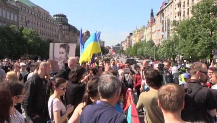 Украинские фашисты попытались помешать проезду «Ночных волков» по Праге