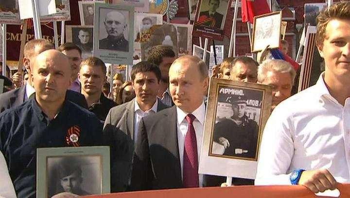 Владимир Путин присоединился к «Бессмертному полку» с портретом отца