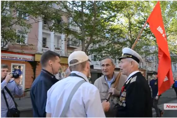 В Николаеве горожанин отстоял Знамя Победы