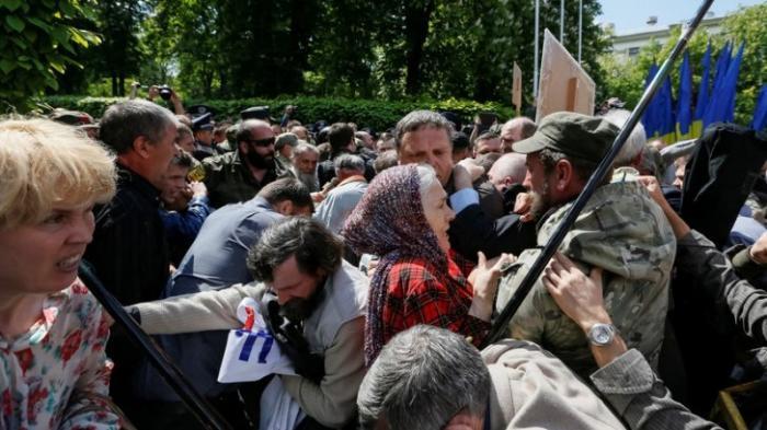 Провокации и задержания: как пытались сорвать День Победы в бывших советских республиках