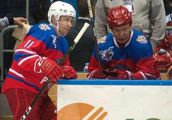 Владимир Путин сыграл в гала-матче Ночной хоккейной лиги в Сочи и забросил шайбу