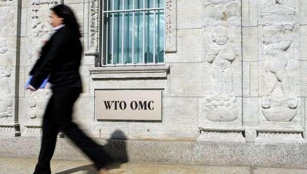Женщина проходит возле здания ВТО в Женеве, архивное фото