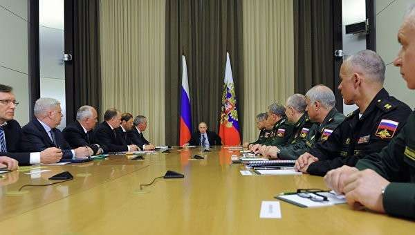 Президент России Владимир Путин проводит совещание с военными в резиденции Бочаров ручей в Сочи