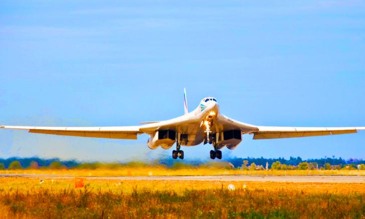 Ту-160 разнёс целый аэродром боевиков под Алеппо