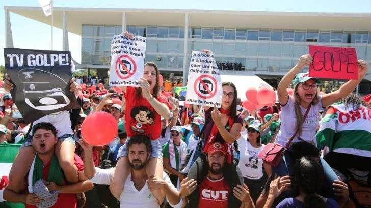 «Народ» против Дилмы Русеф: как освещают политический кризис в Бразилии либеральные СМИ