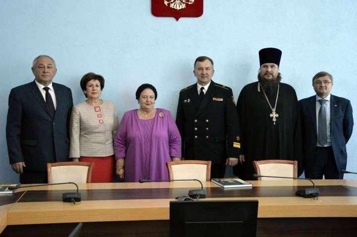 Маша и Гоша Гогенцоллерн совершают вояж по Севастополю