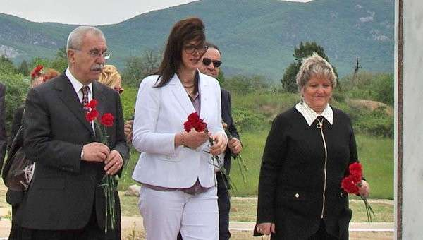 Группа итальянских парламентариев в Крыму. Журналист Джульетто Кьеза  (слева)