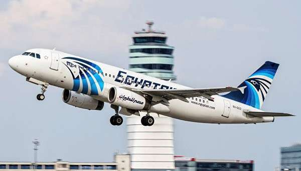 Фотография потерпевшего крушение пассажирского самолета A320 авиакомпании EgyptAir, сделанная в Вене 21 августа 2015 года