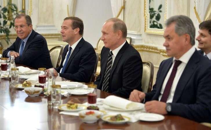 Консолидация элиты России: за Путина и против США
