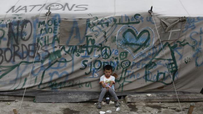 Антисанитария, драки и воровство: беженцы об условиях жизни в греческих лагерях