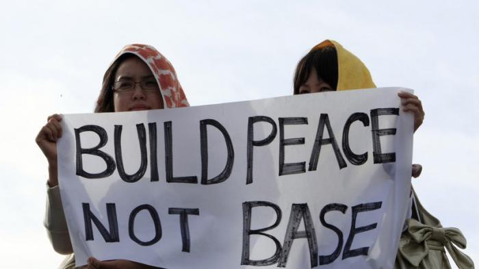 Жертвы насилия со стороны военных США на Окинаве: Токио не знает, как решать проблему
