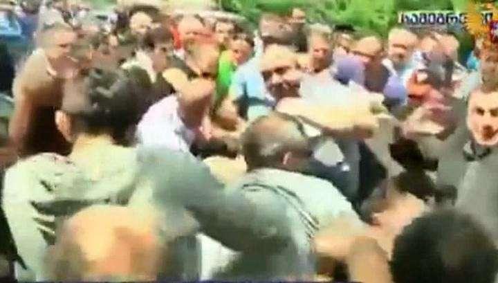 В Грузии слегка побили лидеров бывшей партии Михаила Саакашвили