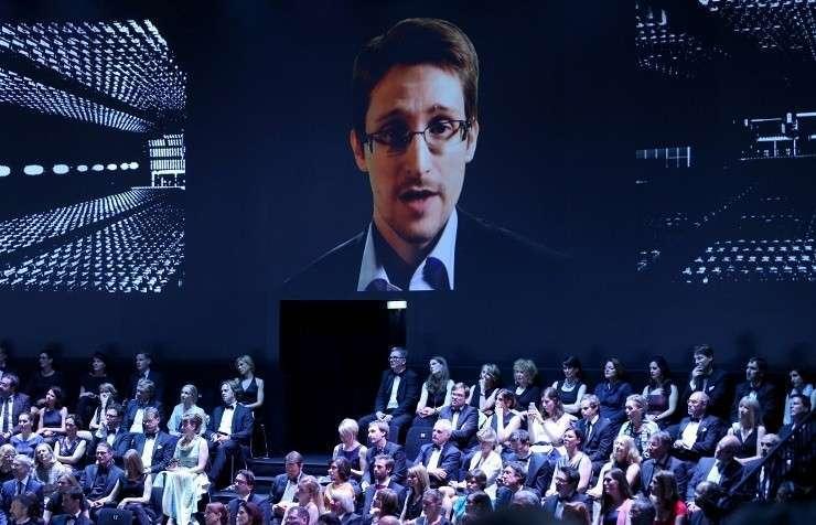 Сноудену присудили в Германии премию за работу по разоблачению деятельности спецслужб США