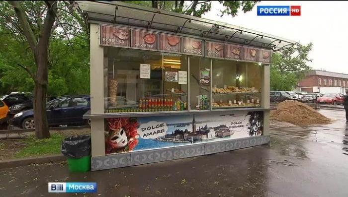 По центру Москвы кочует ларёк с шаурмой, не обращая внимания на власть