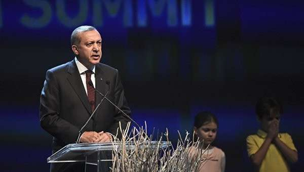 Президент Турции Тайип Эрдоган выступает на первом Всемирном гуманитарном саммите в Стамбуле, Турция. 23 мая 2016