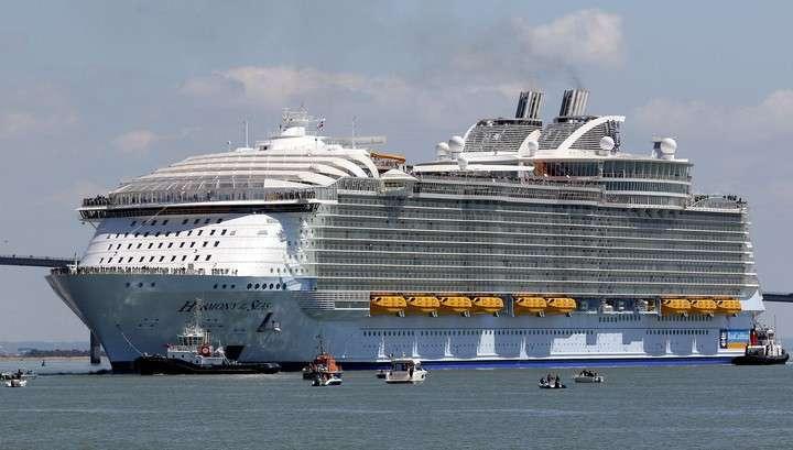 Крупнейший в мире круизный лайнер отправился в путь недостроенным