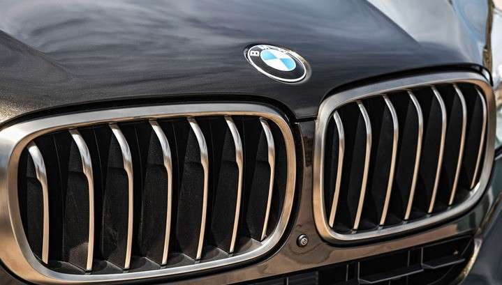 Безмозглый отпрыск депутата Госдумы от КПРФ Бориса Иванюженкова на BMW X6 снёс остановку с людьми