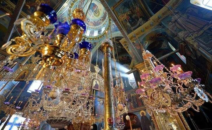 ВРусском наАфоне Свято-Пантелеимоновом монастыре.
