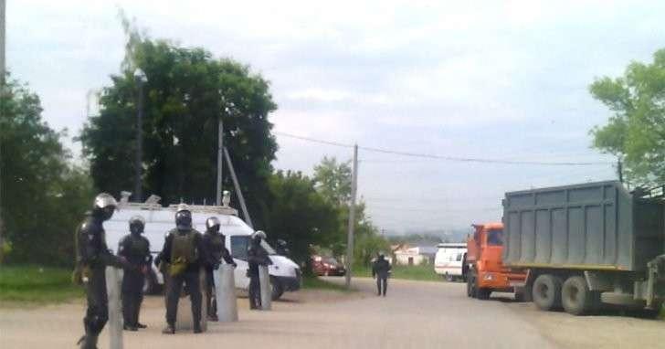 400 полицейских оцепили посёлок Плеханово, где начался снос домов цыган