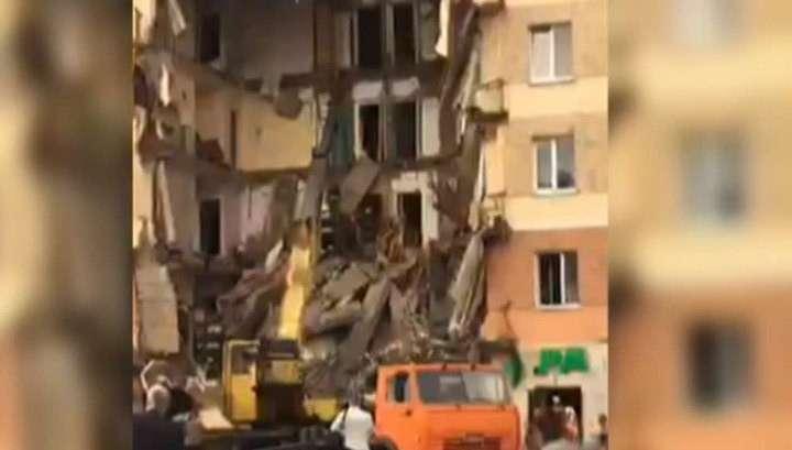 Поиски под завалами обрушившегося дома в Междуреченске прерываются минутами тишины