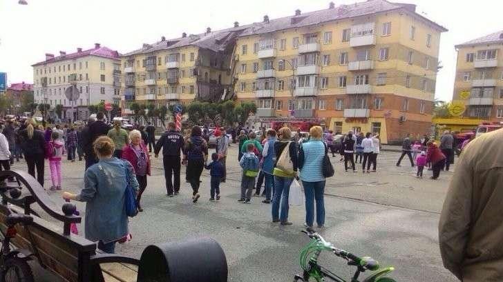 В Междуреченске в жилом доме обрушился подъезд, есть погибшие