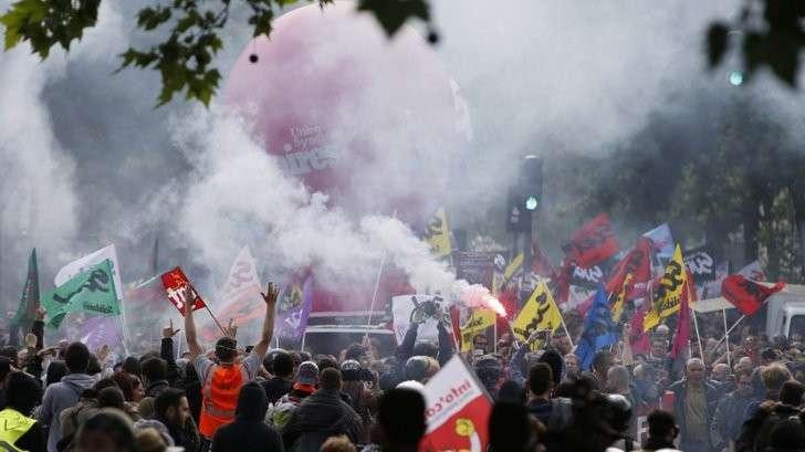 Протесты, забастовки и теракты: почему туристы опасаются ехать во Францию