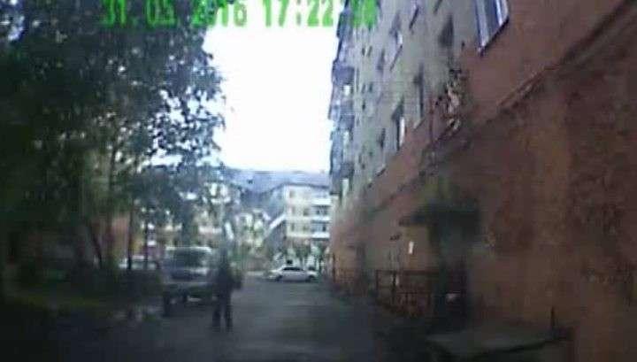 Момент обрушения дома в Междуреченске попал на видеорегистратор машины