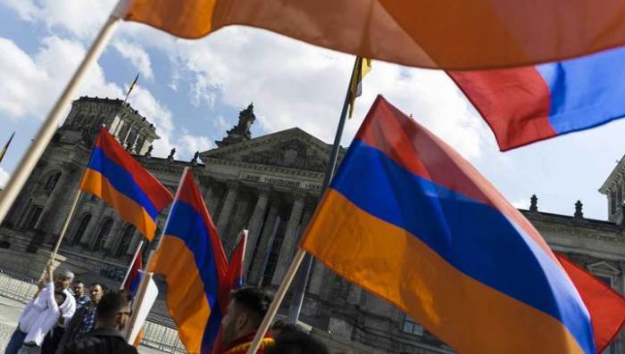 Бундестаг признал резню армян в Турции геноцидом